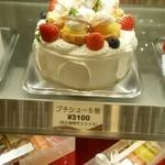 スウィートベリー - プチシューケーキ。