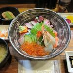 維新亭 - 【海鮮丼 3000円】(小鉢・小皿・味噌汁・香の物付き)