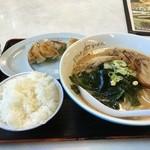 札幌ラーメンどさん子 - 料理写真:味噌チャーシュー麺 餃子セット ¥1,100-