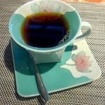 ギャラリー有田 - 店内にあるコーヒーカップから自分で選べます