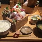 寿司ろばた 八條 - 枡盛り刺身定食