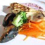 44964652 - レイトランチセット<平日限定> 1649円 の大山鶏胸肉グルル 赤ワインのムースリーヌソース