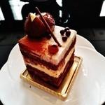 44966777 - ヘーゼルナッツが入った しっとりココア生地に、栗が入ったショコラとカスタードクリームが重ねられ モンブランクリームで仕上げられたショコラケーキ~♪(^o^)丿