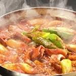 コリアンキッチン あんじゅ - てっちゃん鍋:ホルモンの旨味が抜群‼︎しめは麺がオススメ‼︎
