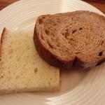 イタリア料理 La sette - パン(ローズマリーのフォカッチャ、くるみパン)