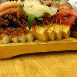 ひかり寿司 - 刺身盛の裏側にもたくさんの秘密の品が・・・