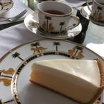 44970024 - チーズケーキと紅茶のセット