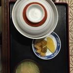 イデウラ - 蓋つきの丼ぶりが美味しさの秘訣