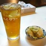 丸一食堂 - ウーロンハイと白菜の漬物