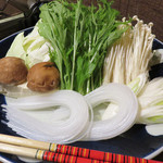 ぢどり屋 大和 - 後半は、セルフで野菜類を投入します。 キャベツが思いの他、沢山あったので、シメの雑炊orうどんに至りませんでした。