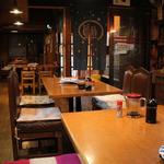 ニユー西国村 - 店内テーブル席