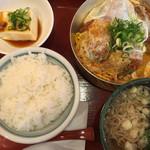 カツリ - カツとじ定食 ミニ蕎麦つき