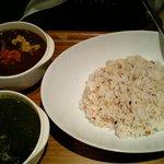 アキバ海岸 - ほうれん草カレー&キムチ納豆カレー+十穀米