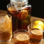 肉汁水餃子 餃包 - 特製・漬け込みレモン紹興酒。(お湯割り、ロック、ソーダ割り)