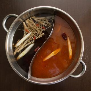 自家製スープは4種類、30種の薬味で自分だけのオリジナル鍋を