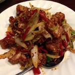 玉華園 - 鶏肉の四川風唐辛子の炒め。 唐辛子がいっぱいでビールが進みました!