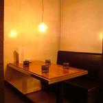 Chopstick Cafe 汁べゑ - テーブル6名様×2 入口近くの半ボックス席。