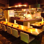 Chopstick Cafe 汁べゑ - 貸切100名様×1 着席のみ 貸切り結婚式二次会用の内観写真です。入口から厨房へ。