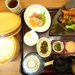 おひつごはん四六時中 - 純輝鶏の黒酢和えと刺身御膳(ごはん大盛り)…税込1058円