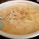 むらやま食堂 - 料理写真:みそラーメン;やや甘めの白味噌系スープ.炒め野菜シャキシャキ,挽肉が沈む @2015/11/30