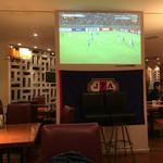 dining & bar ESTADIO - 2015/11 大型スクリーンでサッカー放映
