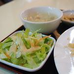 天安門 - セットのサラダとスープ