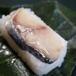 ひょうたろう - 料理写真:柿の葉寿司(鯖)