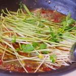 味坊鉄鍋荘 - 水煮には大鰐温泉もやしとセリを
