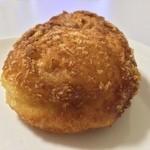 粉とクリーム - 惣菜パソはカレーかウインナーにかぎる。拙宅の朝食。