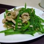 中国大明火鍋城 木の葉キッチン - メイン料理の一品目はチンジャオロース、どちらかと言えば塩分控えめに仕上がってます。