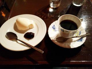 カフェ・フォリオ - チーズケーキとブレンドコーヒー