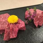鶴屋 - 『ヘレ&まるしん』様(どちらもメニューに無く)綺麗に丁度いい塩梅でサシの入った美しい牛美様♡