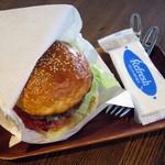 サガン - 自家製パンの国産和牛ハンバーガーサンド(税別\1,100)