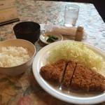 みの - メニューはロースかつ定食とロース味噌カツ定食1100円
