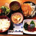 来楽   - 串もん茶屋 来楽 @逗子 お刺身&豚ロースしょうが焼定食 880円
