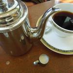 リアン サンドウィッチ カフェ - コーヒーもポットサービス
