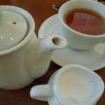 リアン サンドウィッチ カフェ - 紅茶もポットサービス