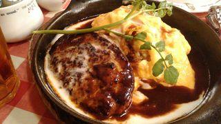 ラケル 新宿西口店 - とろーり卵のデミグラスハンバーグオムライス