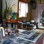 ジュン - テーブル席から和室を望む