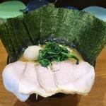 ラーメン 末廣家 - チャーシュー麺、味付け玉子とのり