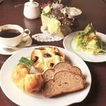 パンカフェゆら - 料理写真:【12月のランチ】クリスマスシュトーレン・lクリームチーズとチェリーのパン・磯ロール