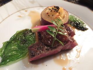 ほたる - 【焼物】国産牛ロースのグリル 焼薩摩芋ムース 葱味噌ソースにて バジルと紅芯大根添え 黒オリーブ
