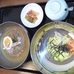 韓国食堂 カンスニ - 冷麺とビビンバセット。。これで980円安い。。