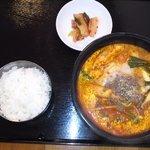 韓国食堂 カンスニ - ユッケジャンラーメン。。辛くておいしい。。ライスセットで980円はおすすめ!