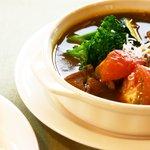 レストラン花咲 - 夏季限定 夏野菜とチキンのスパイシースープカレー 890円