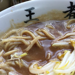 王者-23 - 少し硬めのストレート麺です。
