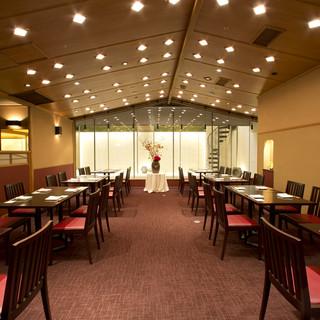 ホテル内のレストランで特別なデートを