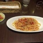 Cafe Miyama - ホエー豚のアラビアータとサラダ