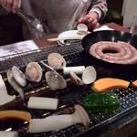 かき小屋 - ハマグリ、野菜