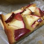 カフェ グローブ - お土産のアップルパイ、これは美味しい、また食べたい。